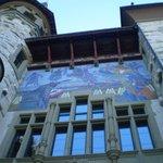 afresco na fachada do museu