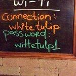 nao funciona !!!em lugar algum do hostel talvez na mesa do bar