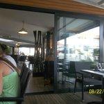 En terrasse , restaurant super propre, design et tres fonctionnel