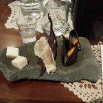 SKER: cubotti di squalo - pesce essiccato - cozze blu