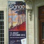 L'entrée du Musée Fabre et l'affiche de l'exposition Paul Signac