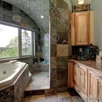 River Side B&B bathroom with jacuzzi ( Deluxe Room )