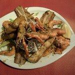 excellent mix de poissons et crustacés produits frais exellente adresse.à découvrir