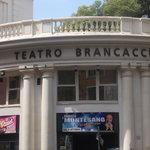 teatro brancaccio - esterno - giorno