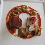 Le plat de résistance :poitrine de porc fumée et ses raviolis de légumes