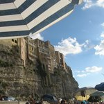Panoramica di Tropea dalla spiaggia pubblica