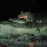 Panoramica della chiesa di sera dalla strada della spiaggia