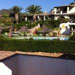 piscina dal terrazzo manutenzione giardino da dieci e lode