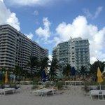 foto desde la playa al contrafrente del hotel