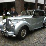 Passeio com carros antigos patrocinado pela Peugeot do Brasil