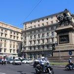 Piazza vicino a Hotel e corso Umberto I