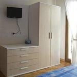 ogni camera dispone di tv e bagno