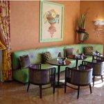La Brezza Lounge