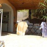 la terrasse et la cuisine individuelle