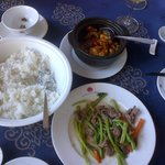 Stir fried beef with vegetables and mud fish