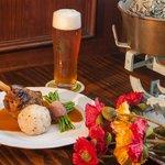 Traditionelle Gerichte und selbstgebrautes Bier
