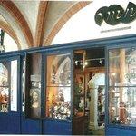boutique des musées, pharmacie du film le vieux fusil... et les figurines des tontons flingueurs