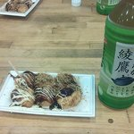 王道のたこ阪旅行をした時、何軒かでたこ焼きを食べて、ここが一番美味しかったので、又訪問しました。  割と小さなたこ焼きですが、味がいいんです。東京で食べるそれとは違う!出しが美味しいのかな?「