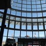 vetrata della hall vista dall'interno