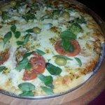 Pizzaria com forno a lenha.