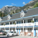 Ouray Victorian Inn with mountains close on two sides