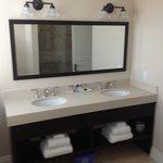 Courtyard Deluxe Bathroom