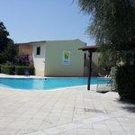 piscina antistante residence