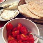 panigacci, stracchino, gorgonzola e pomodorini