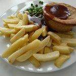Beef & onion pie (un-mushy peas!)