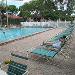 Deux piscines et deux jaccuzzis