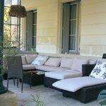 Salon de repos sur terrasse avec Jacuzzi