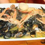 Scampis, clams in buzara sauce.