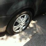 Fladt dæk og tyveri - men super hjælp og service fra Vivo Barcelona