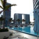 La piscina dell'hotel Epic