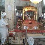 Guru ka Mahal vikhe Bhai Waheguru Singh sangta nu sambodit karde.-Minhas.