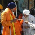 Gurdwara guru Ka Mahal,Baba Labh Singh ji Punj peyaria nu  sanmanet karde