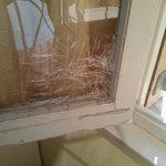 buco nella finestra