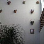 Detalle de máscaras en escaleras