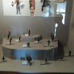 Museo dei bronzi: vetrina con sculture