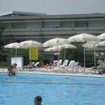 la piscina di fronte al residenze