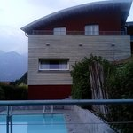piscina e nostra camera in alto a sinistra