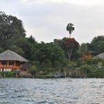 Hotel Bambú desde el Lago Atitlán