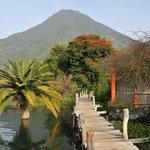 Hotel Bambú: pasarela junto al Lago Atitlán