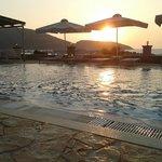 Ηλιοβασίλεμα από την πισίνα