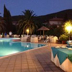 Cena in piscina... che atmosfera magnifica!!!!