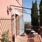 Vue de la terrasse (de la cuisine) située au premier étage