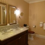 'Ugadale Hotel' - Spacious Ensuite Bathroom twin sinks!