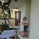 Балкончик, выходящий во внутренний двор