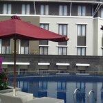 プールサイドからみたホテル