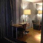 Schreibtisch (aus Bett aufgenommen)